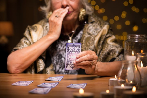 You are currently viewing 9 Real Stories Of Surreal Encounters With Psychics