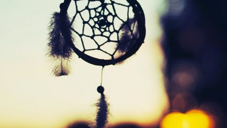 You are currently viewing Make a Traditional Dreamcatcher With This Simple DIY Tutorial