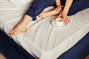Read more about the article The Weird Reason You May Have Cold Hands & Feet + What To Do About It